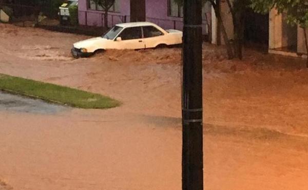 Enchente deixa dezenas de desalojados em Erval Seco