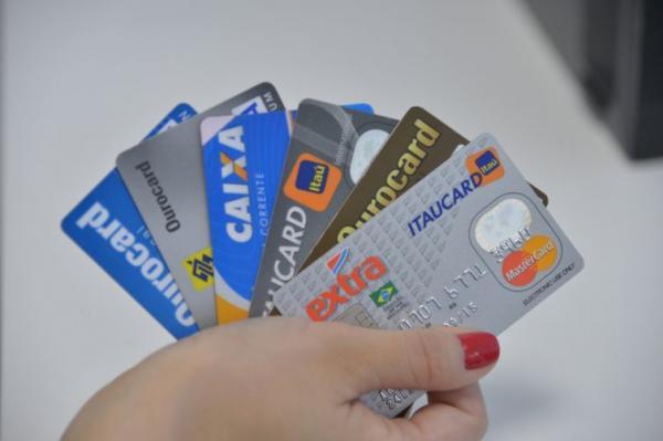Juros do rotativo do cartão de crédito sobem para 278,7% ao ano