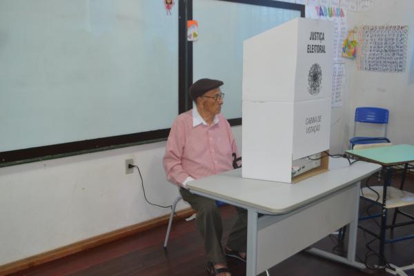 Aos 92 anos, eleitor portelense fez questão de ir votar