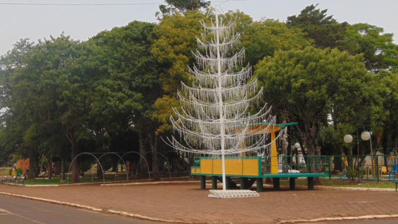 Redentora começa a instalação da ornamentação de Natal