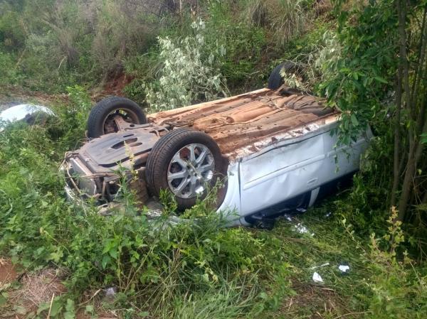 Capotamento deixa duas mulheres feridas na ERS 330 em Miraguaí
