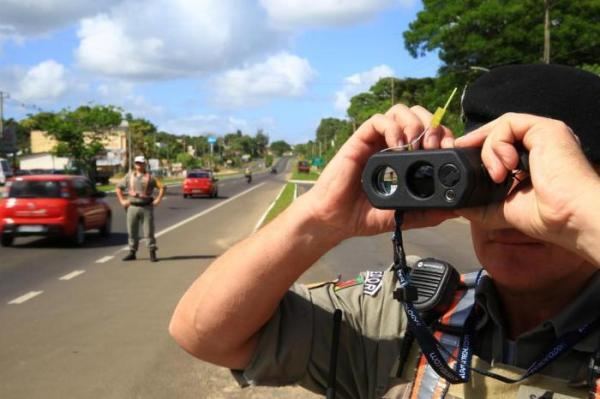 A cada minuto, duas multas por excesso de velocidade são aplicadas no Rio Grande do Sul