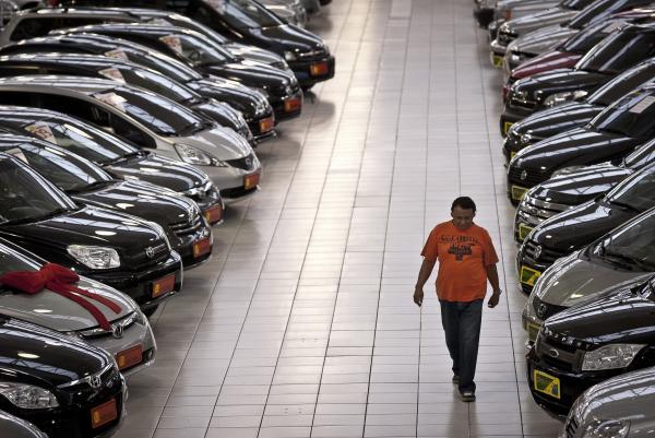 FENABRAVE: Venda de carros subiu 14,6% no ano passado