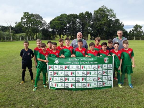 Escolinha do União FW de Redentora participa de competições
