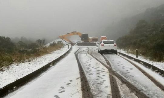 Serra catarinense registra primeira neve acumulada do ano