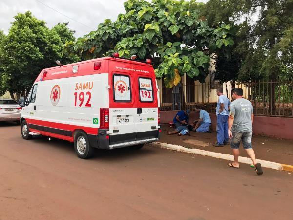 Motociclista fica ferido em acidente no centro de Miraguaí