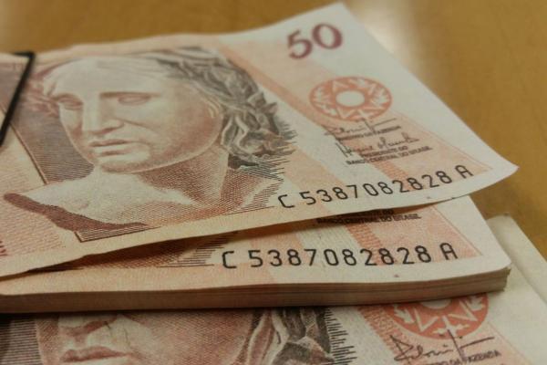 DIEESE: Salário mínimo ideal deveria ser de R$ 3.928,73