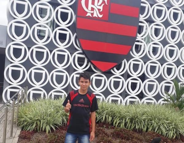 Tribuna Popular: Menino de Tenente Portela jogou com vitimas de incêndio no Flamengo