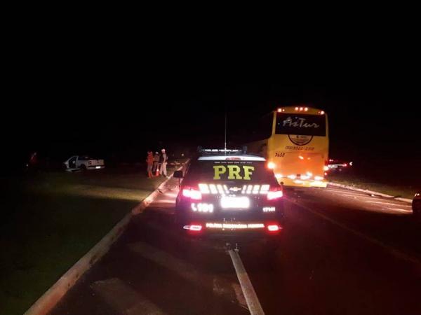 Colisão na BR 468 entre Saveiro e ônibus provoca uma morte