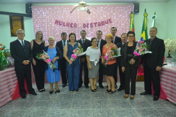 Sessão Solene presta homenagem a personalidades femininas de Tenente Portela