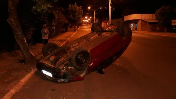 Motorista fica ferido depois de capotar veículo em Campo Novo