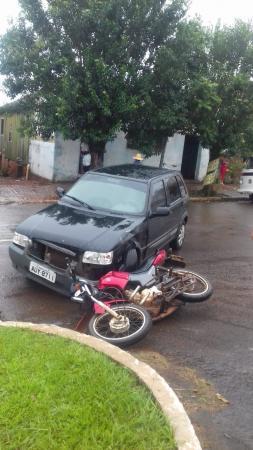 Motociclista fica ferido em acidente no centro de Tenente Portela