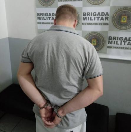Foragido da Justiça é preso pela BM no centro de Três Passos