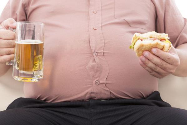 Pesquisa: Mais da metade dos brasileiros está acima do peso