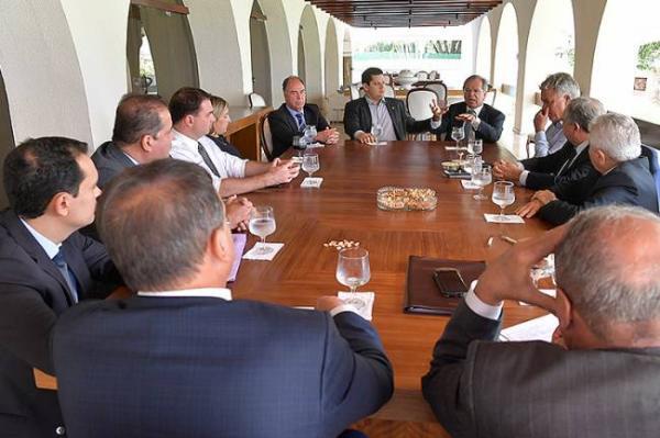 Governo começa discutir novo pacto federativo