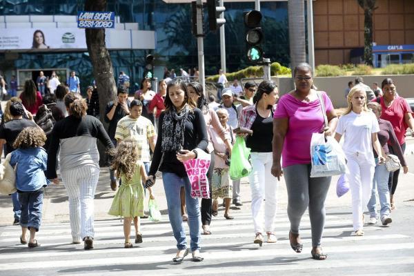 Taxa de desemprego sobe e atinge 13,4 milhões de pessoas