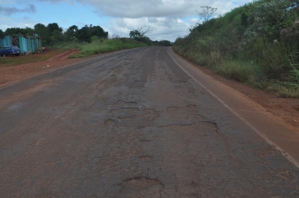 Muda governo, mas estradas continuam péssimas