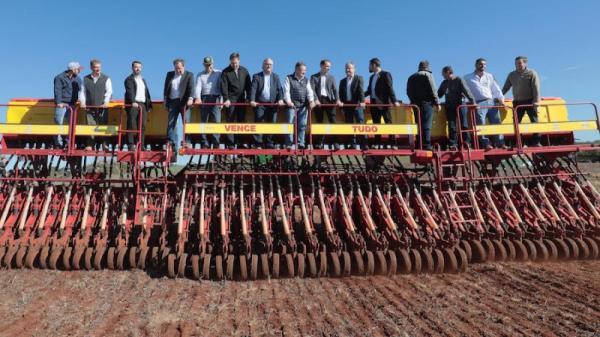Umidade no solo prejudica o plantio de trigo no estado