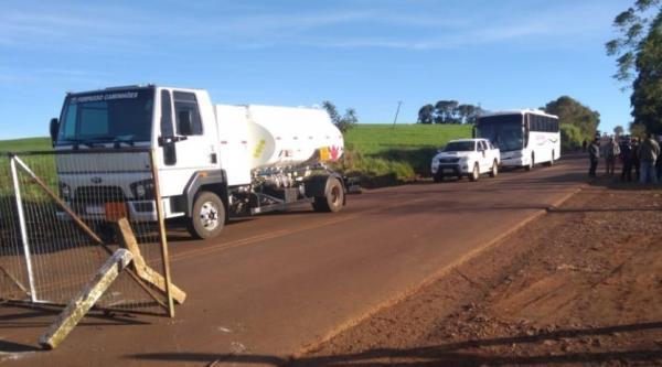 Indígenas bloqueiam trânsito na ERS 330 e pedem a saída de coordenador do DSEI