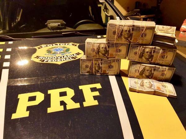 PRF de Sarandi encontra quase R$ 1 milhão escondidos no painel de caminhonete