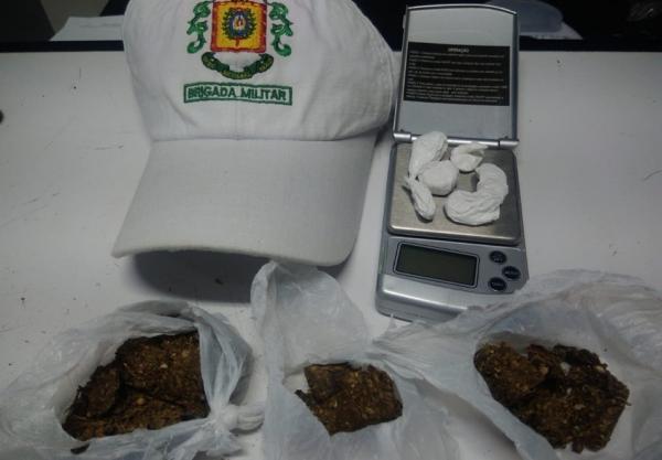 BM apreende maconha, cocaína e crack em Frederico Westphalen