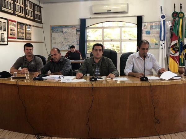 Coronel Bicaco: Prefeito explana sobre ações do Executivo aos vereadores