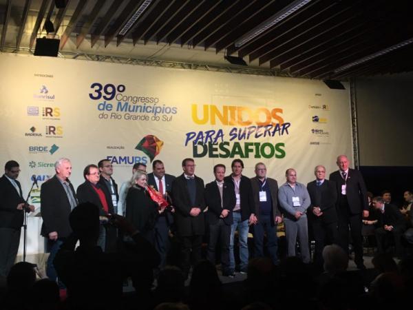 Prefeitos da Região Celeiro participaram de evento promovido pela FAMURS