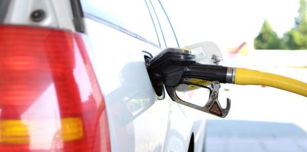 Petrobrás volta a reduzir o preço da gasolina e diesel nas refinarias