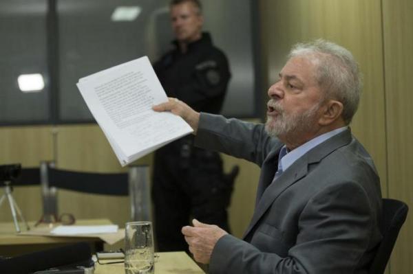 STF suspende transferência e decide manter Lula em Curitiba