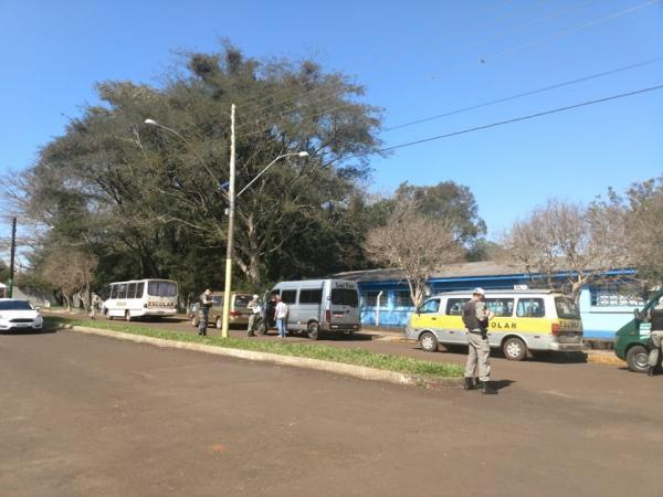 Santo Augusto: BM autua dez veículos de transporte escolar
