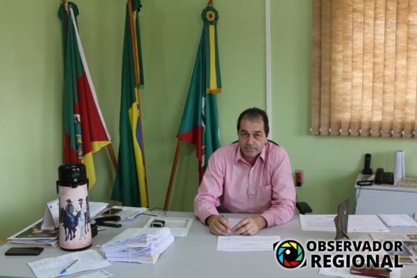 Carlos Alberto Vigne reassume o cargo de prefeito de Braga