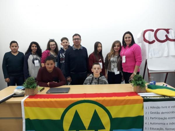 Primeira cooperativa escolar em Miraguaí