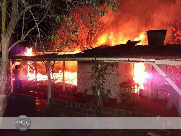 Residência de idosa com 99 anos é destruída pelo fogo em Barra do Guarita