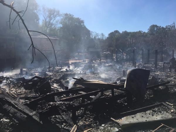 Cinco casas são destruídas pelo fogo em Passo Fundo