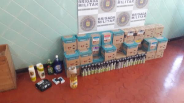 Mercadorias estrangeiras são apreendidas pela BM em Tiradentes do Sul