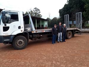 Prefeitura de Vista Gaúcha adquire prancha para transporte de máquinas pesadas