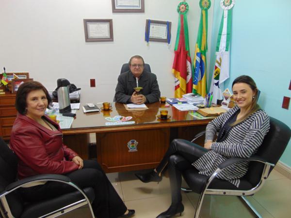 Executivo de Redentora recebe a visita de promotora de Justiça