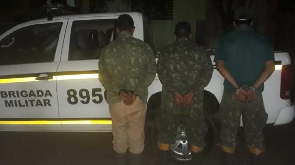 Homens são presos pela BM por porte ilegal de arma de fogo em bairro de Coronel Bicaco