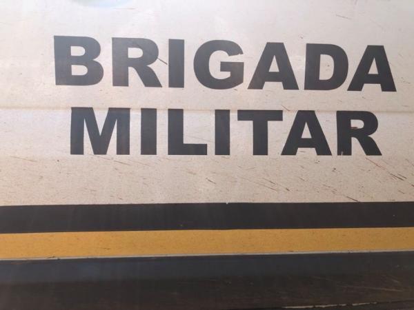 Indivíduos armados, tripulando veículo com documento vencido, são presos em Miraguaí