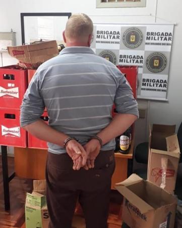 Crissiumal: BM prende homem com produtos estrangeiros