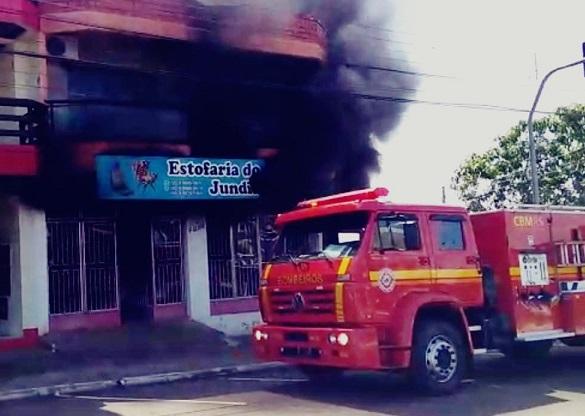 Três Passos: Incêndio atinge estofaria na Avenida Costa e Silva