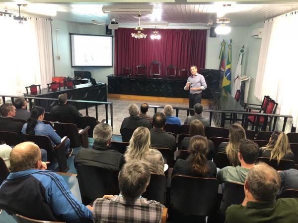 Sicredi de Tenente Portela promoveu palestra sobre cenários do agronegócio