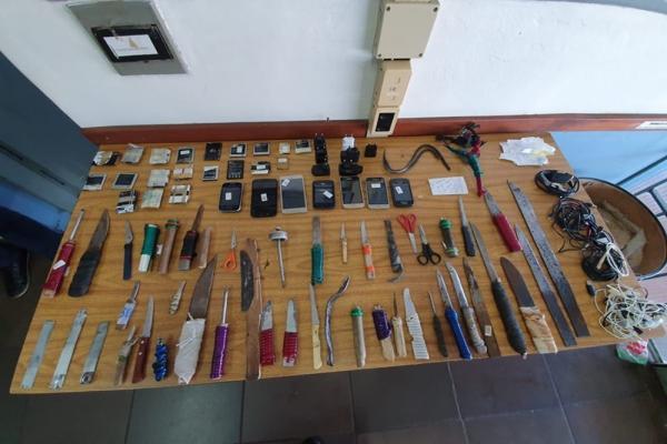 SUSEPE encontra celulares e armas artesanais no Presídio Estadual de Santa Rosa