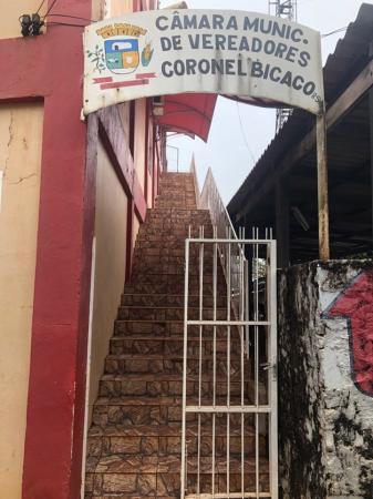 Vereadores lamentam a falta de acessibilidade à sede do Poder Legislativo de Coronel Bicaco