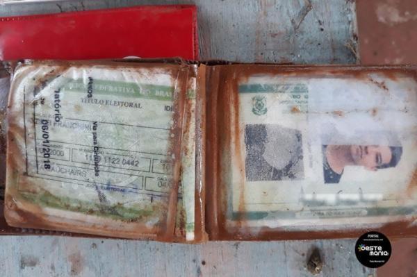 Objetos pessoais foram encontrados junto em corpo de vitima de naufrágio