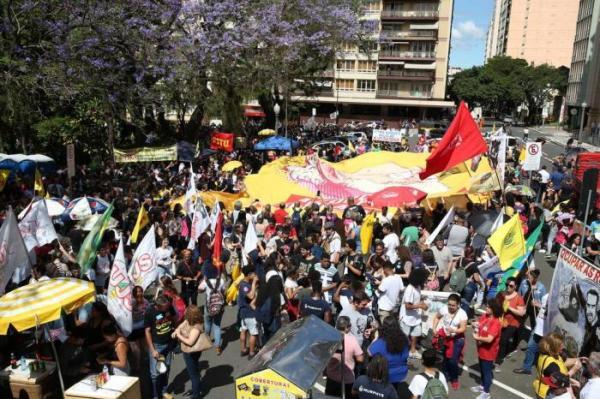 Cpers anuncia greve e governo orienta alunos a irem às escolas