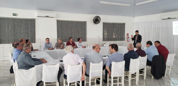 PEC do Pacto Federativo é tema de reunião entre lideranças da Amuceleiro