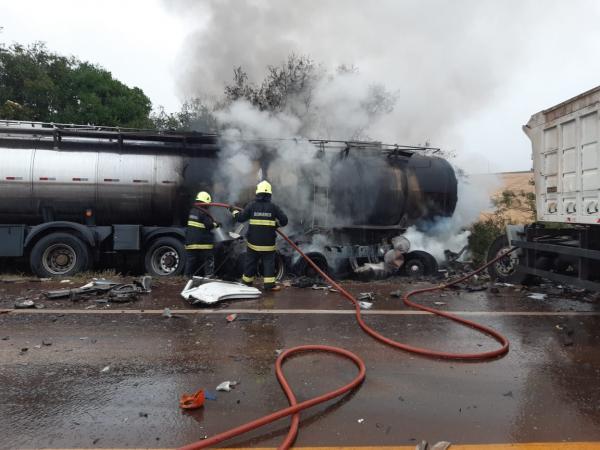 Caminhão com placas de Santo Augusto se envolve em grave acidente na ERS-322