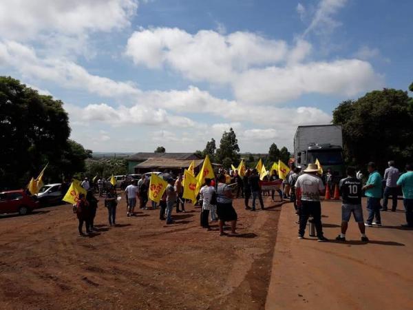 Professores e indígenas realizam mobilização junto à ERS-330
