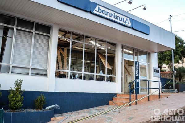 Ladrões explodem caixas eletrônicos em Erval Seco